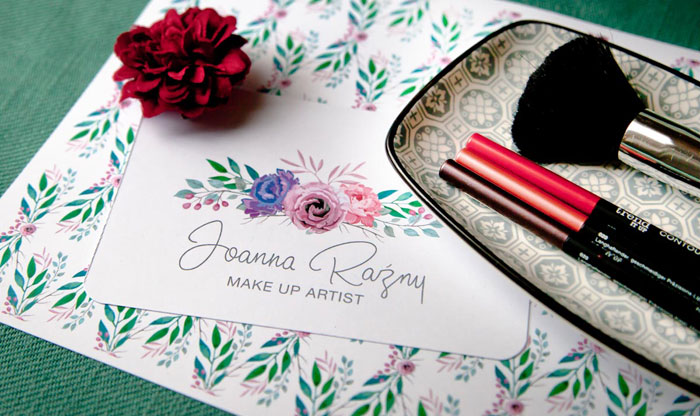 wizytówka make up artist z wizytówką z logo i papierem firmowym i pędzlami do makijażu