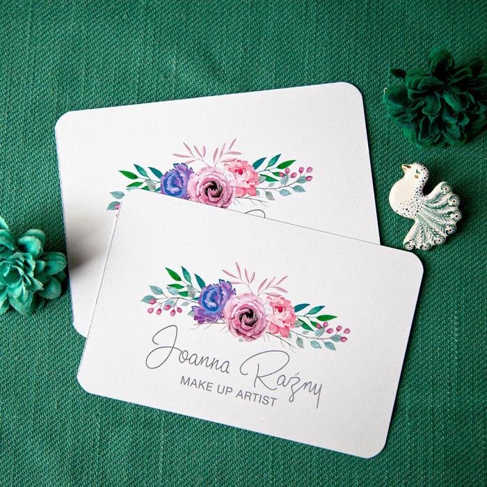 projekt graficzny wizytówki dla make up artist, logo z różami drukowane na papierze