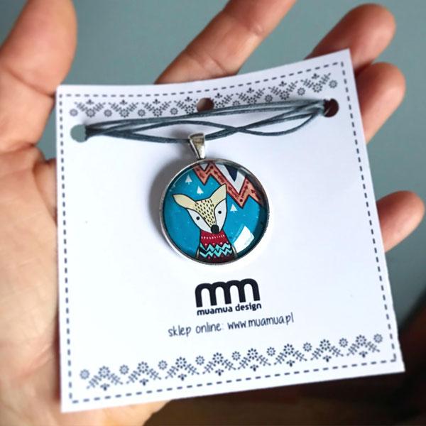 ilustracja jelonka w medalionie