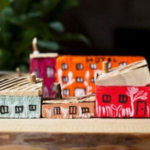 drewniane domki zabawki