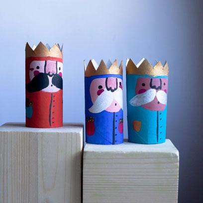 trzej królowie zrobieni z rolek po papierze toaletowym